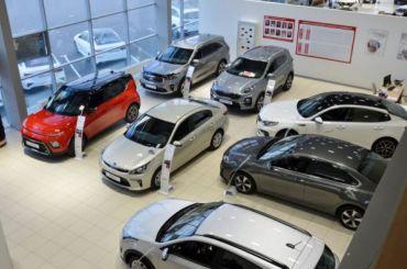 «Голых продавать невыгодно»: как автодилеры наживаются напетербуржцах