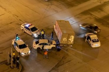 Автомобиль пытался скрыться отполиции иврезался в«Газель»