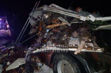 Водитель грузовика погиб влобовом ДТП под Тихвином
