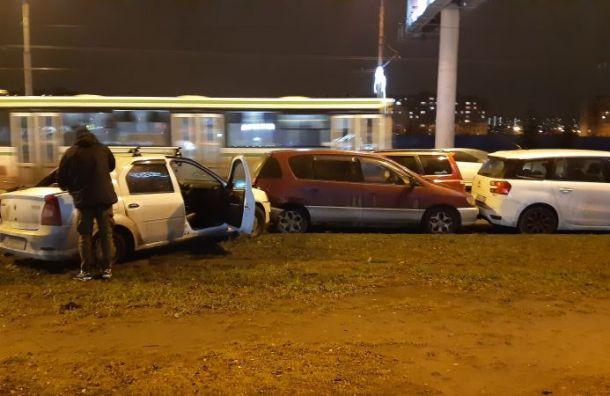 Массовое ДТП произошло устанции метро «Улица Дыбенко»
