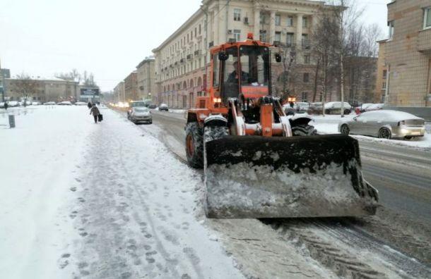 Дорожники Петербурга убрали засутки более 2,6 тысяч кубометров снега