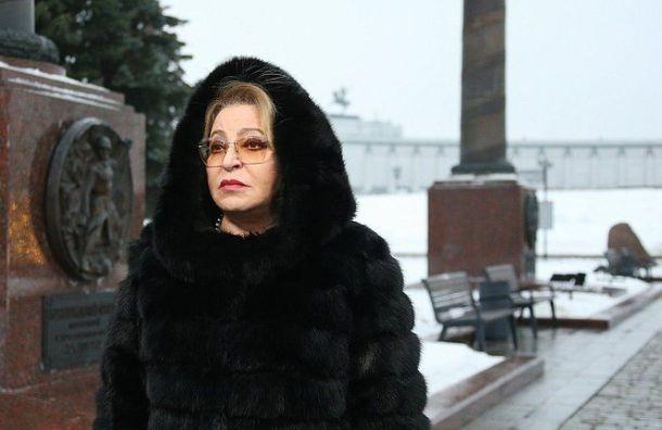 Валентина Матвиенко возложила цветы кпамятной стеле Ленинградскому фронту