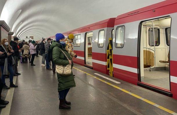 Пассажиры метро жалуются набольшие интервалы движения