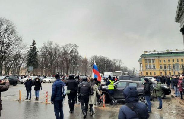 Штаб Навального сообщил озадержании 650 человек наакции вПетербурге