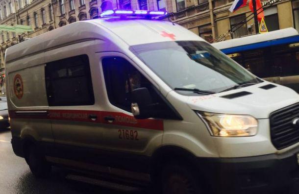 Мигрант выпал изокна третьего этажа дома напроспекте Ветеранов