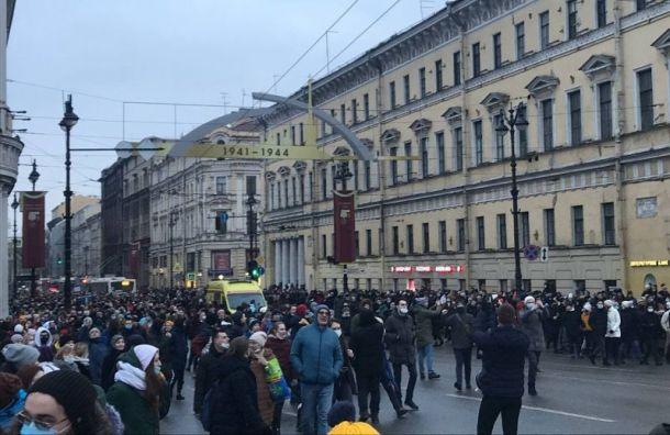 Участникам несанкционированной акции недают пройти кНевскому проспекту