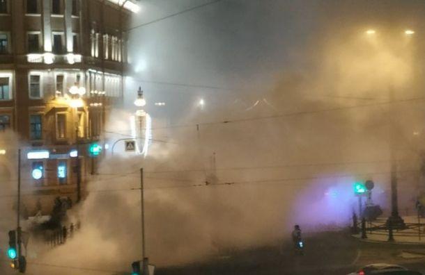 На Московском проспекте перекрывали движение из-за лопнувшей трубы