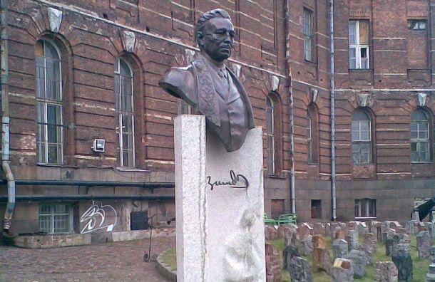 Прокуратура нашла экстремизм вбюсте историка натерритории СПбГУ