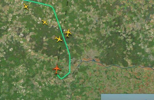 Самолет сНавальным неможет приземлиться в аэропортуВнуково