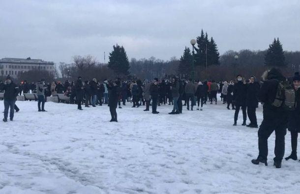 Протестующие против ареста Навального вышли наМарсово поле