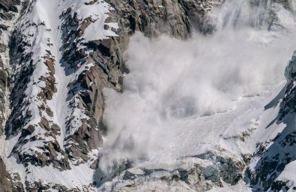 Лавина накрыла горнолыжный курорт слюдьми вДомбае