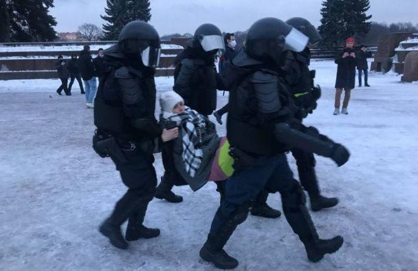 Количество задержанных нанесогласованной акции вПетербурге выросло до327