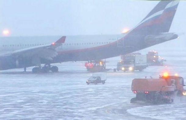 Из-за сильной метели отменили два рейса изКраснодара вПетербург