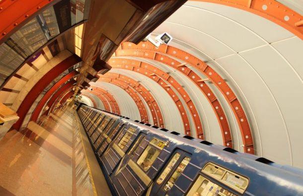 Впетербургском метро скончался мужчина