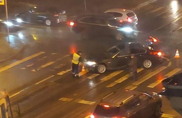 Машина сбила человека напешеходном переходе наулице Савушкина