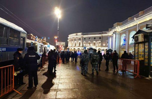 Число задержанных наакции вподдержку Навального вПетербурге выросло до30 человек