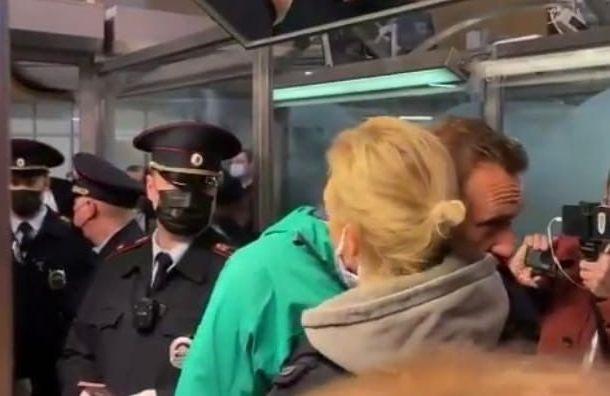 ФСИН объяснила причину задержания Навального