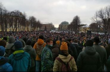 Депутата Госдумы Милонова заметили напротестной акции вПетербурге