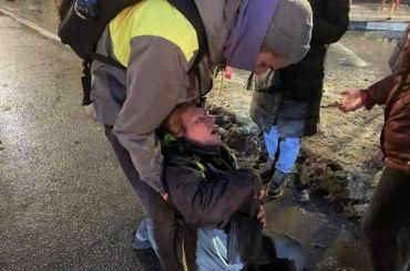 Петербурженка находится без сознания после удара силовика на акции в Петербурге