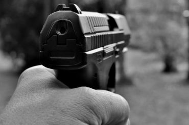 Заснувшего работника АЗС вШушарах разбудили дулом пистолета