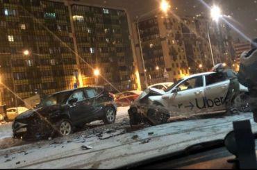 Каршеринговый автомобиль столкнулся смашиной такси вгороде Кудрово