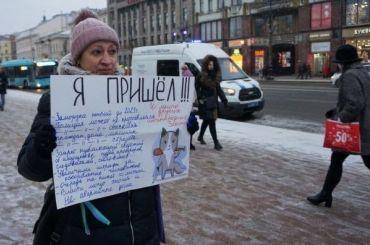 Петербуржцы встают водиночные пикеты уГостиного Двора