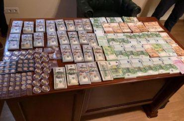 Руководителя поликлиники МВД иего заместителей задержали завзятку