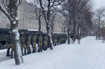 «Петербург восаде»: вцентре города заметили большое количество силовиков