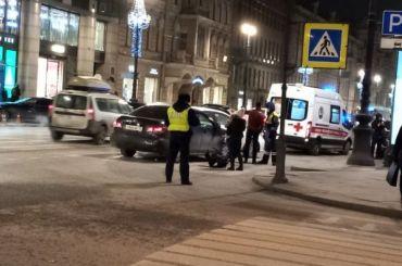 Водитель такси сбил мужчину напешеходном переходе вцентре Петербурга