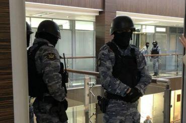 Силовики пришли с обысками в квартиру Навального