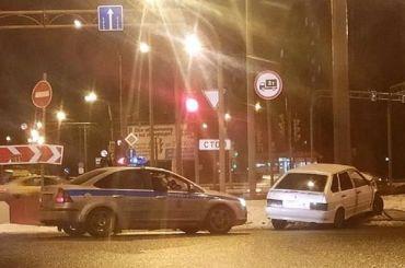 Пьяный водитель пытался скрыться отполиции иврезался встолб вКупчине