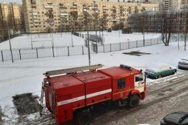 Более тысячи детей эвакуировали изгорящей школы наЛатышских стрелков