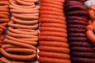 Эксперты проверили сосиски инашли вних коллаген, камедь иДНК курицы