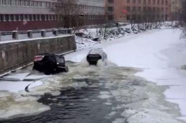 Два вездехода ломали лед наНеве иСмоленке