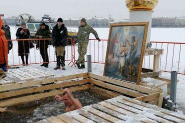 Очереди длинные: Крещенские купания начались вПетропавловской крепости