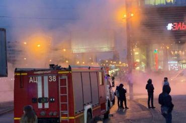Петербуржцы немогут подобраться кметро «Международная» из-за прорыва трубы