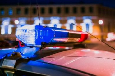 Двух сотрудников ГИБДД задержали при получении взятки отводителя фуры