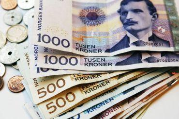 Упенсионерки изПетербурга похитили норвежские кроны на1 млн рублей