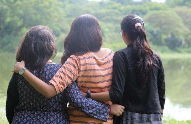 Митянина взяла под личный контроль дело трех петербургских школьниц