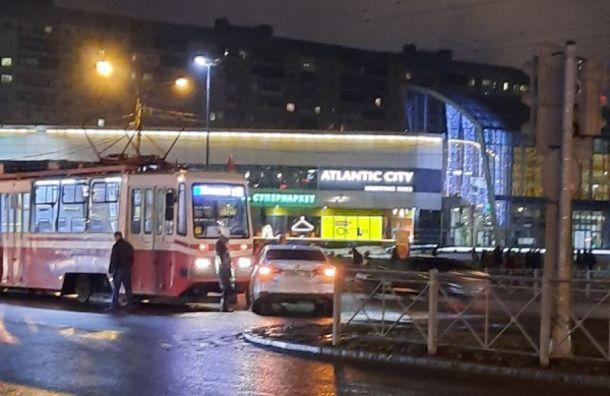 ДТП наСавушкина остановило движение трамваев почти начас