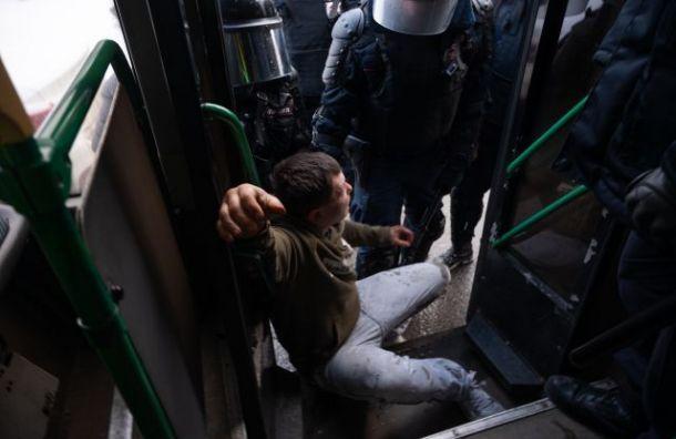 Петербургский омбудсмен просит отсрочить арест участников акции вподдержку Навального