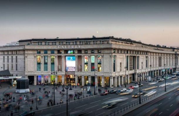 Торговые центры Петербурга вянваре стали посещать реже почти натреть