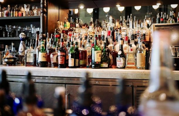 Оборот петербургских баров вырос на34% после смягчения ограничений