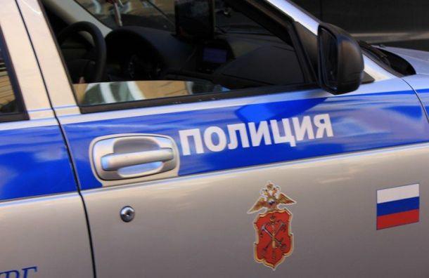 Трое мужчин решили пострелять изавтомата побутылкам вцентре Петербурга
