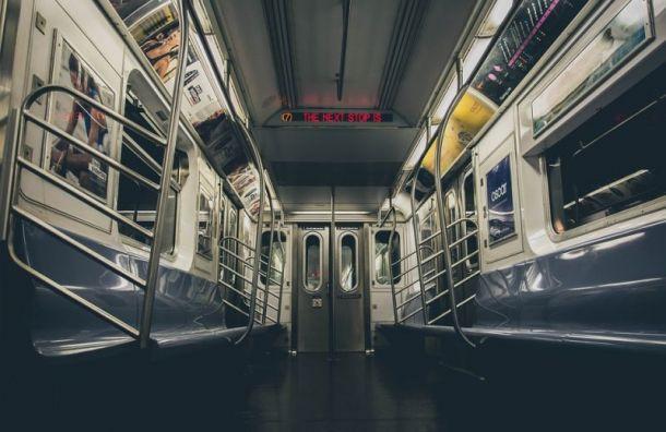 Фанаты «Зенита» зажгли фальшфайеры настанции метро «Гражданский проспект»