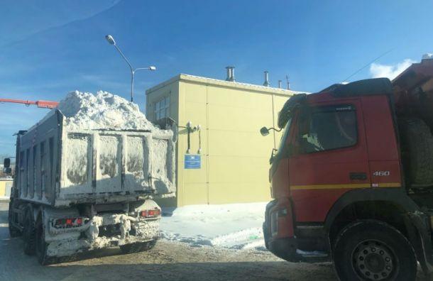 Жители Васильевского острова пожаловались науборку снега