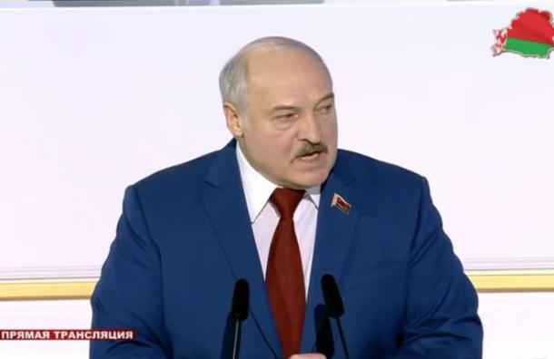 Лукашенко призвал пользоваться кнопочными телефонами, чтобы «неотслеживали американцы»