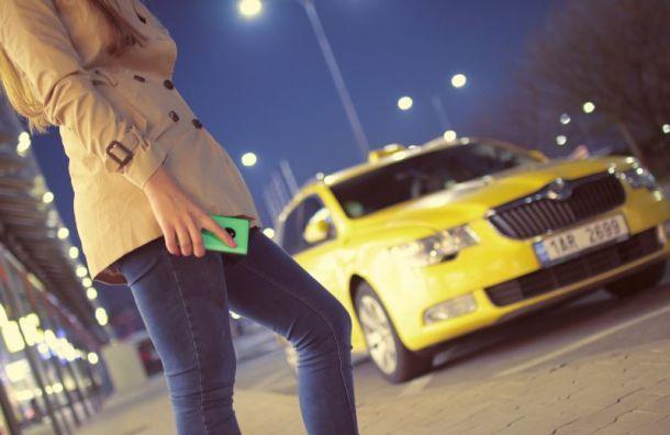 Таксист домогался молодой пассажирки наВыборгской набережной