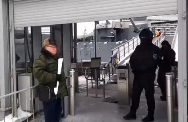 Оппозиционные депутаты отКПРФ встретились сгорожанами напротив «Авроры»