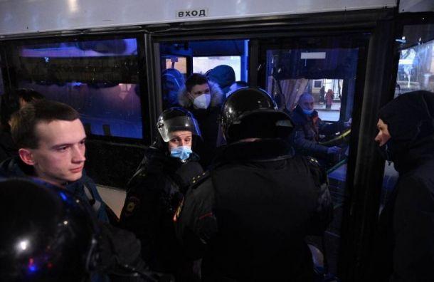 Число задержанных нанесогласованной акции вПетербурге увеличилось до246